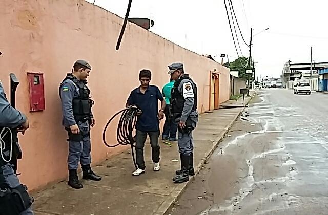 Internet: Policiais flagram furto de cabos de fibra ótica