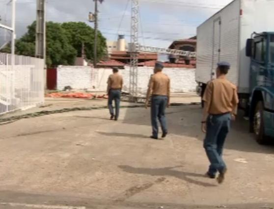A 3 dias do desfile: Bombeiros não liberam Sambódromo