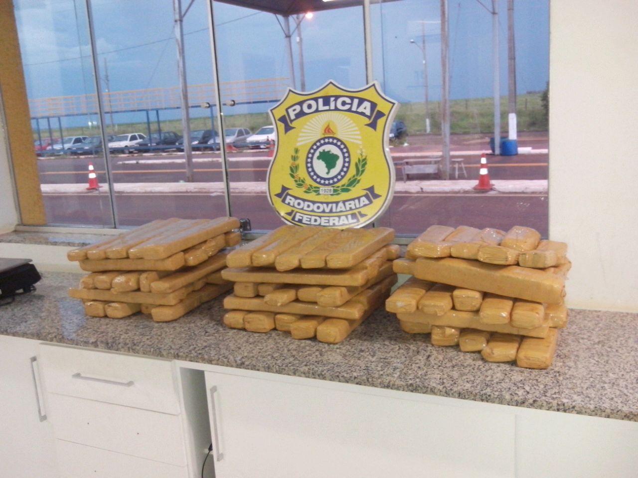 """preso no caminho: """"Mula"""" trazia 16 quilos de maconha para Macapá"""