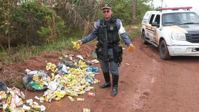 Descarte ilegal: Medicamentos vencidos são encontrados em ramal