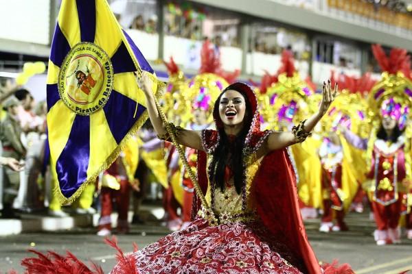 Presidente de escola campeã considera devaneio carnaval em setembro