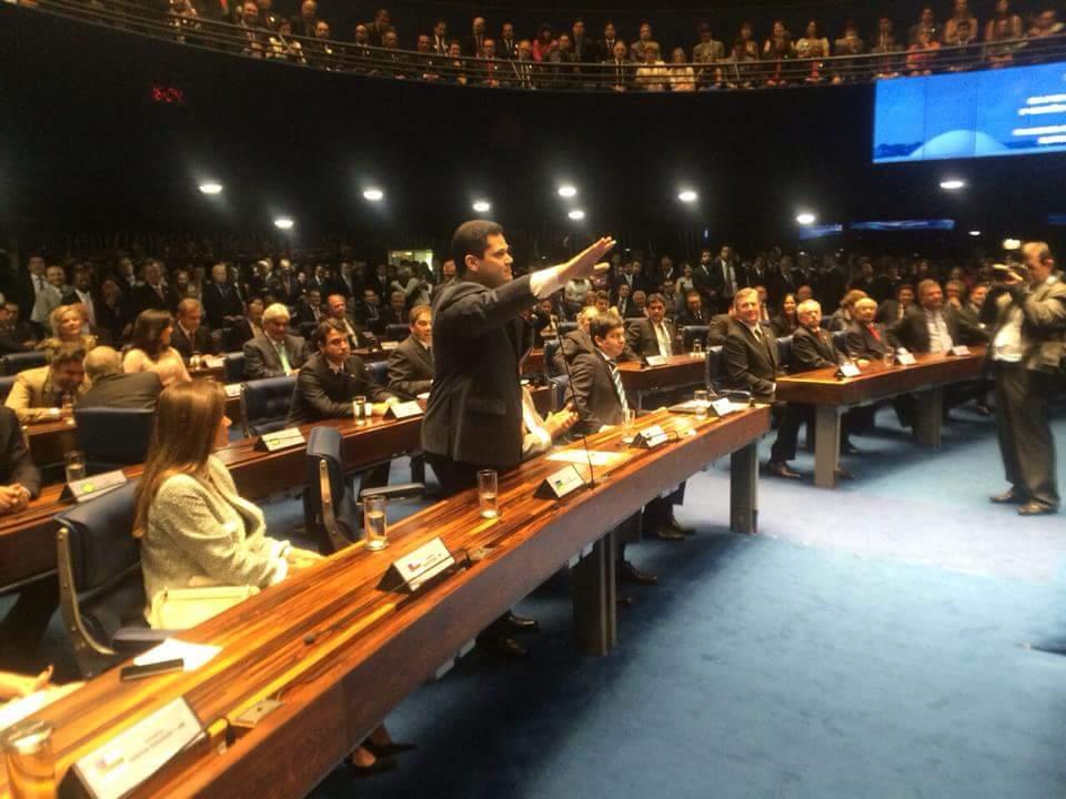 Domingo em Brasília: Davi toma posse no Senado