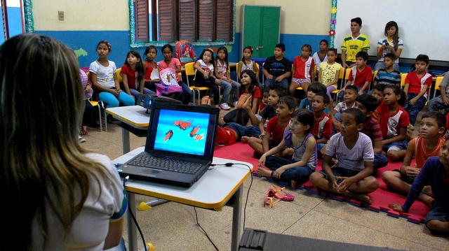 rede municipal: Começam as aulas, mas não em 100% das escolas