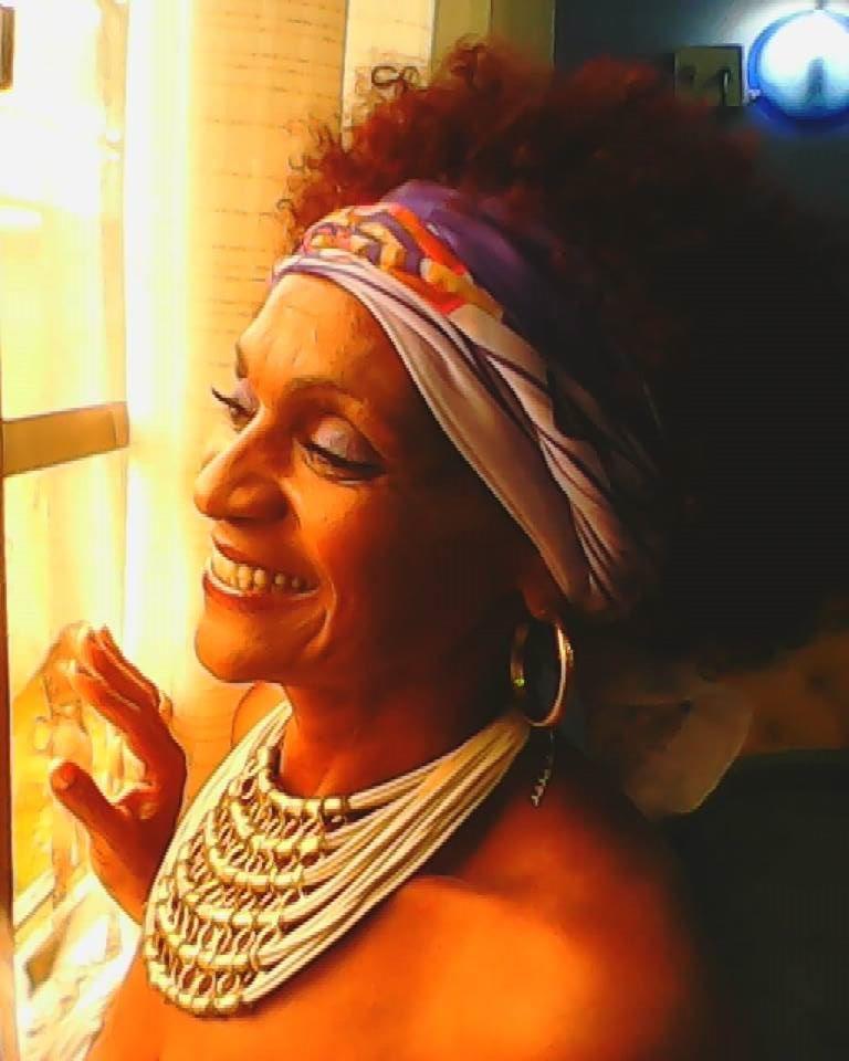 Lady Púrpura: Show e campanha tentam salvar cantora em tratamento