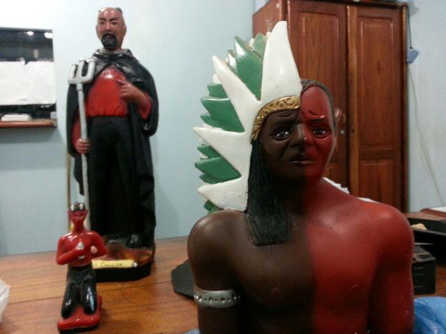 Nova Esperança: Policiais encontram drogas e ossos em local para rituais de magia negra