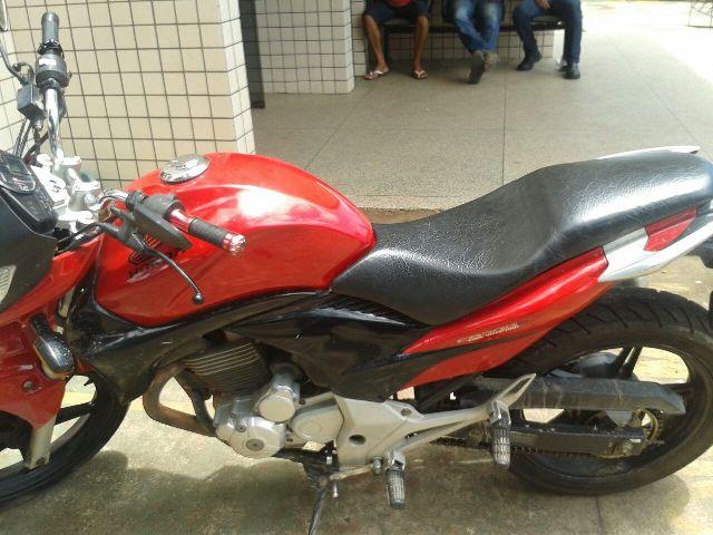 No Centro: Vítima identifica moto roubada e ataca assaltante
