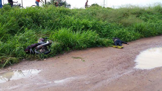 AP-70: Motociclista perde controle em curva; carona morreu na hora