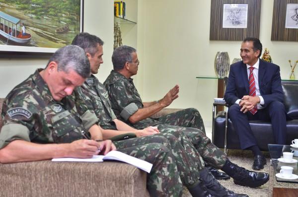 congestionamentos: Governo do AP e Exército negociam duplicação da Rodovia Duca Serra