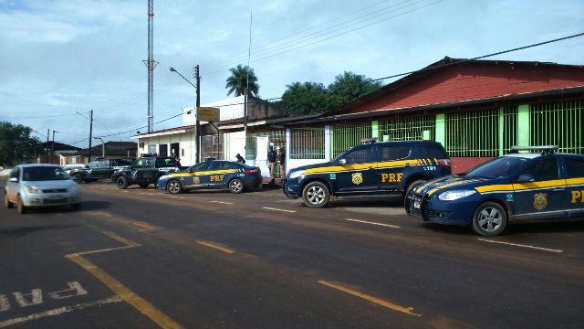 Porto Grande: Polícia cumpre mandados em 18 residências