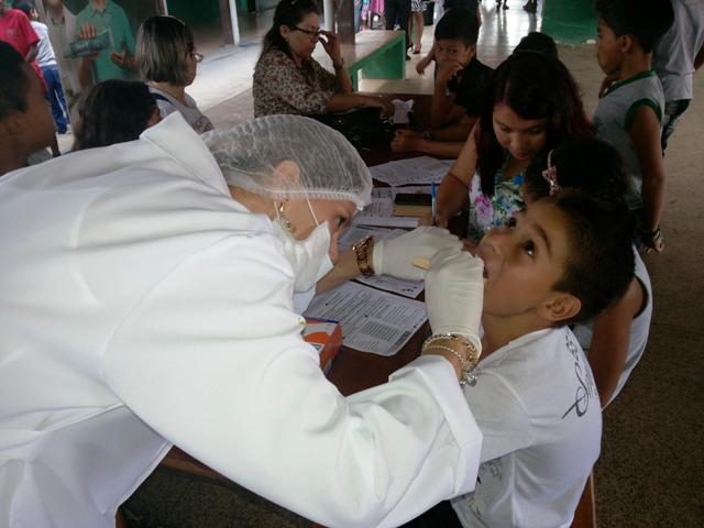 Jovens recebem atendimento odontológico gratuito em ação