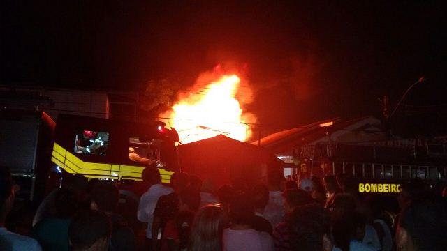 Energia estava cortada: Vela provoca incêndio no Pacoval