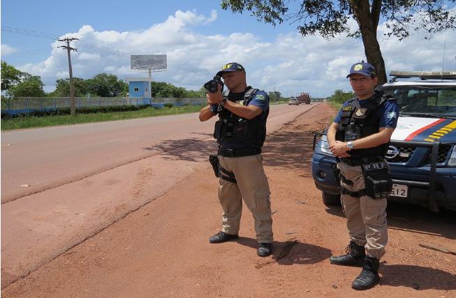Embriagado: Motociclista alterado é imobilizado com arma de choque