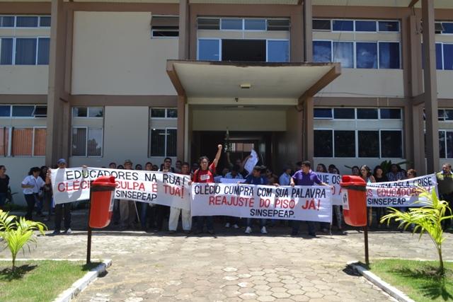 Greve: Comissão de vereadores media acordo entre prefeitura e professores