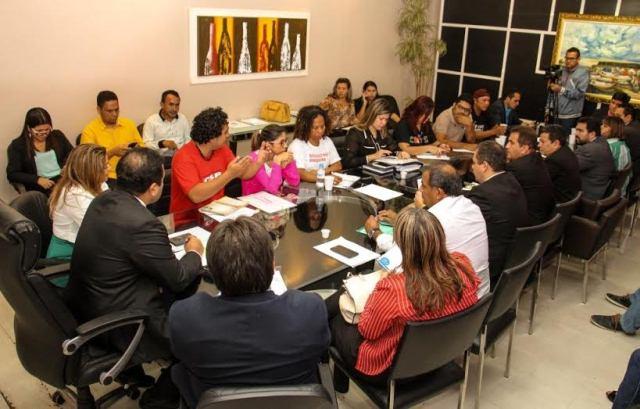 Macapá: Professores querem 13%, prefeitura oferece 4%