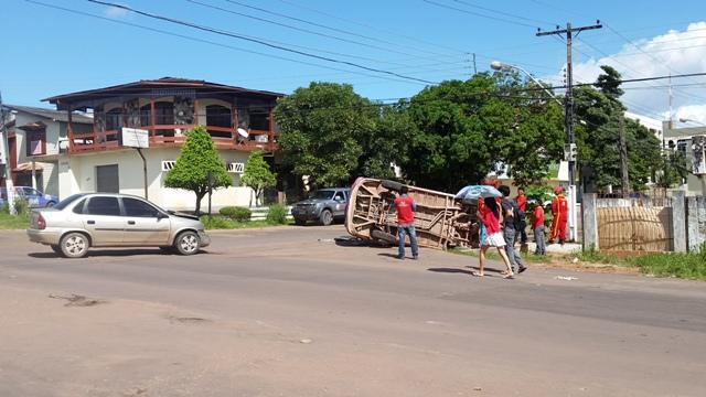 Tombamento: Distração causa acidente no Santa Rita