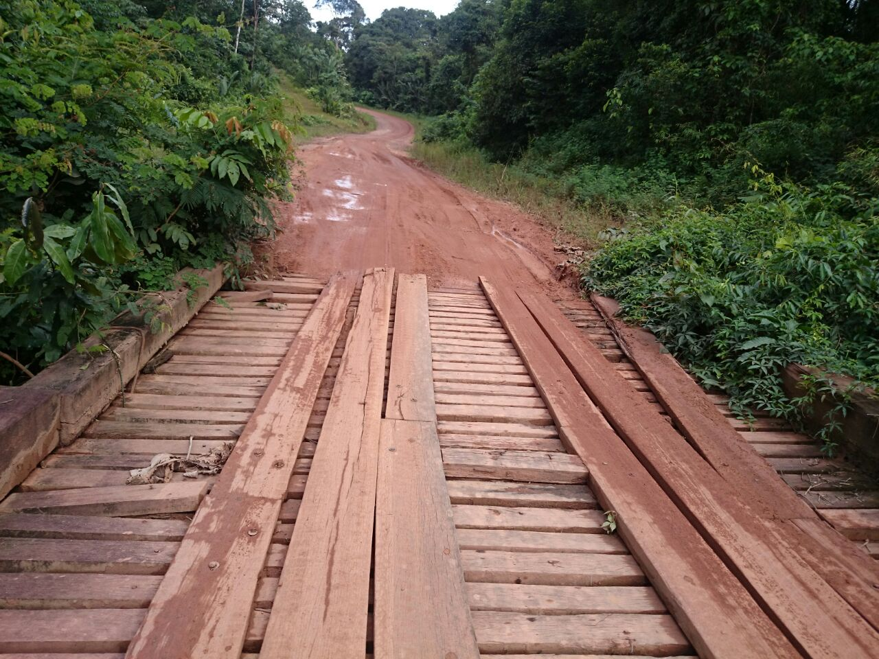 Trecho Sul da BR-156: Em pontes condenadas, passageiros precisam descer dos ônibus