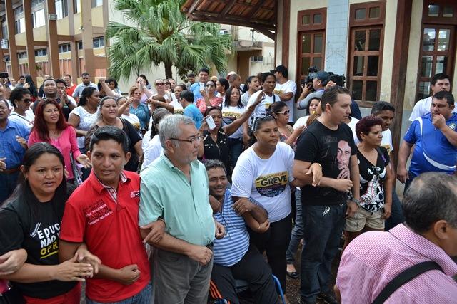 Acordo: Em Macapá, grevistas desocupam prédio da prefeitura