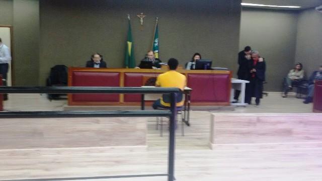 2º dia de júri: Ramon diz que faca do crime pertencia à vítima; acusação nega