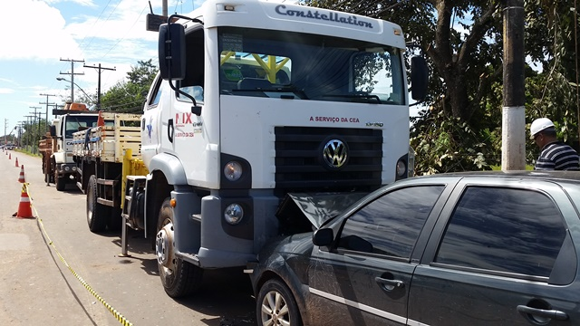 DUCA SERRA: Motorista passa mal e bate de frente com caminhão da CEA