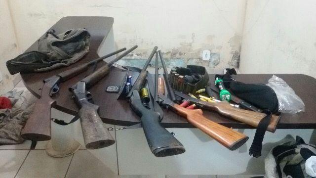 Flagrante: Suspeitos de roubo de gado são presos com arsenal