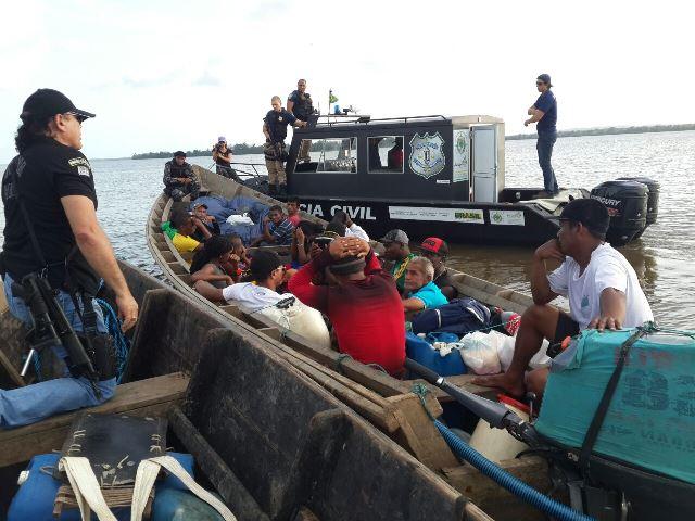 Pelo Oceano: Haitianos são detidos tentando chegar na Guiana Francesa