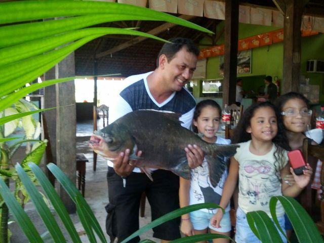 No Pesque-Pague tem clima de interior, comida deliciosa, e pescaria, claro…