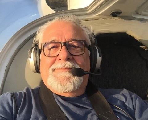 """""""Voar é uma dádiva de Deus"""", diz piloto amapaense há 41 anos nas nuvens"""