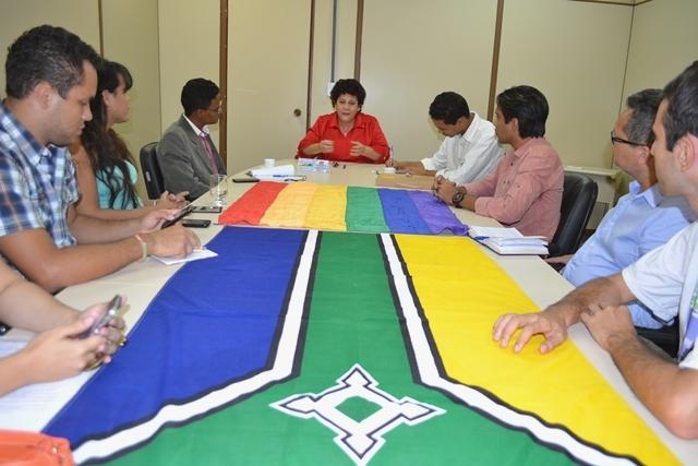 Inclusão: Pastor gay vai celebrar casamento coletivo