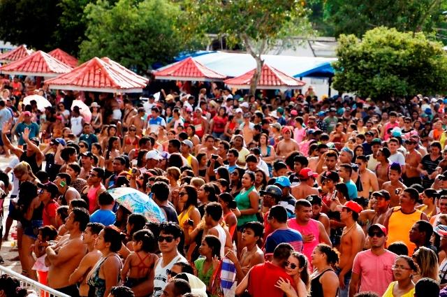 Em Fazendinha: 20 mil pessoas na abertura do Macapá Verão