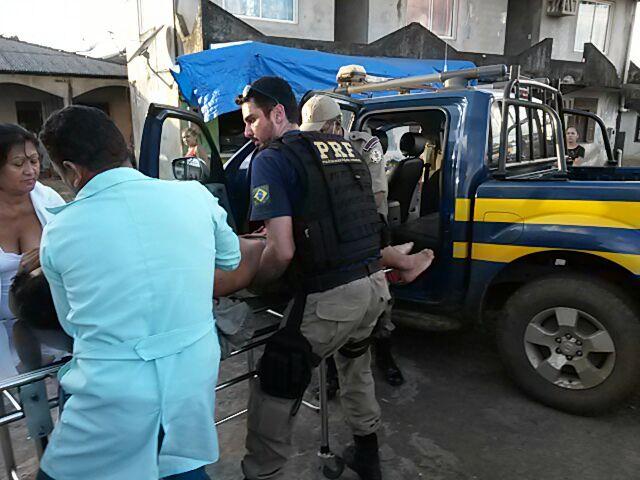 BR-156: Policiais rodoviários salvam vítima de facadas