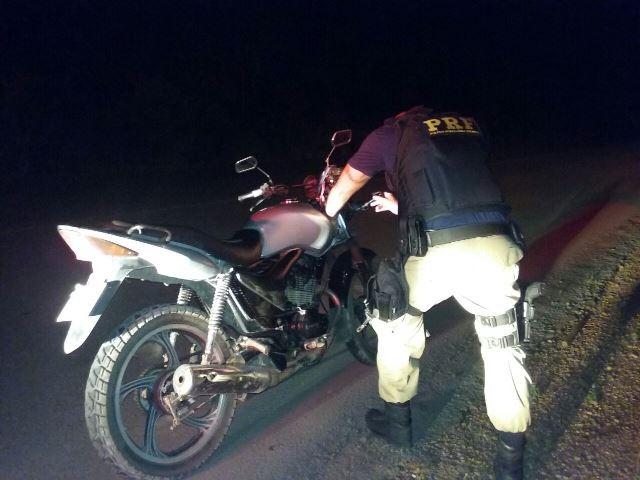 BR-156: Policiais rodoviários apreendem moto clonada