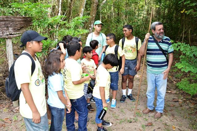 Santana: Policiais levam crianças para conhecer animais silvestres