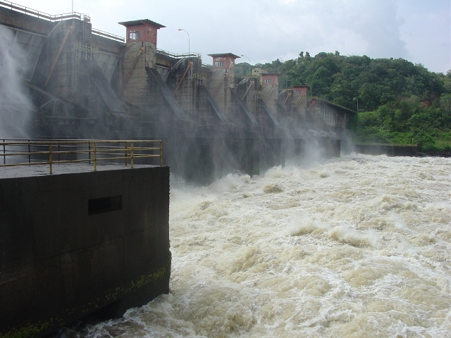 Pane em Coaracy Nunes: Sistema isolado cai e deixa 14 municípios sem energia no AP