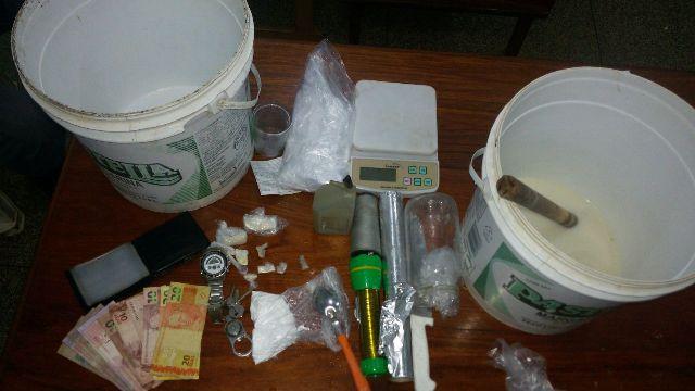 """P.Socorro: Policiais invadem casa onde morador """"cozinhava"""" crack"""