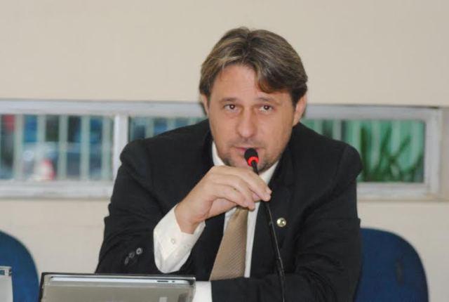 Infidelidade: Psol pode expulsar deputado que votou com governo