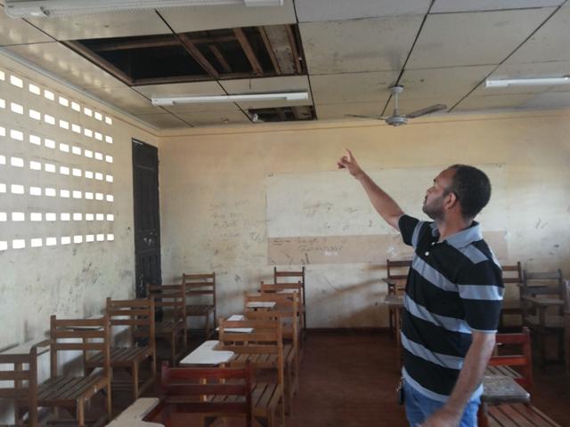 Escola Ruth Bezerra: Alunos e professores se negam a voltar às aulas