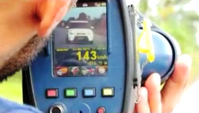 VÍDEO: Em Carnaguari sem acidentes, policiais flagram carro a 143 km/h