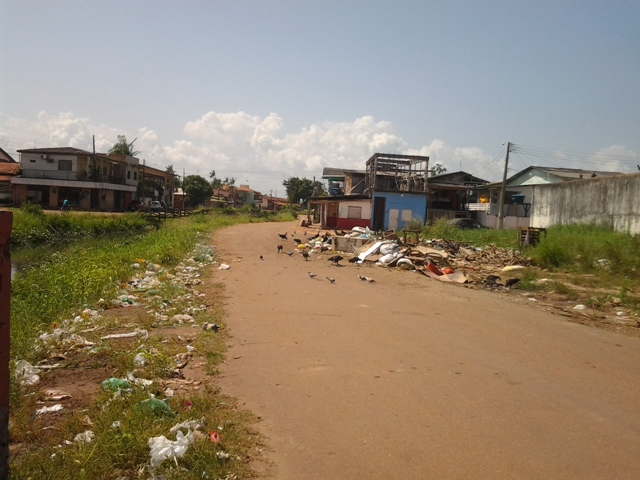 """P.Socorro: Além da criminalidade, """"Caesinha"""" sofre com o lixo"""