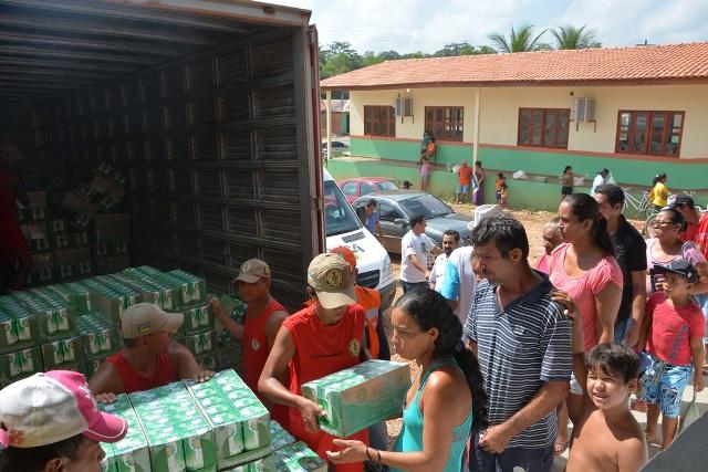 Ferreira Gomes: Famílias vítimas de enchente recebem leite e farinha