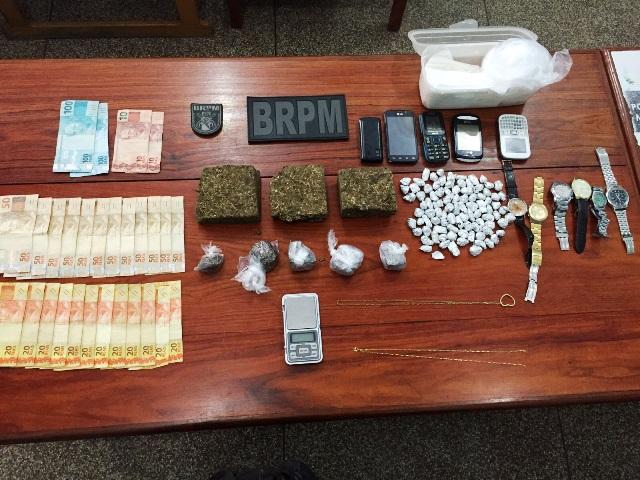 Zona Norte: BRPM chega e traficantes atiram drogas para fora das casas