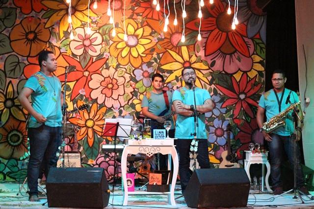 """Recital: """"Conseguimos viver da poesia"""", diz vocalista do grupo Poetas Azuis"""