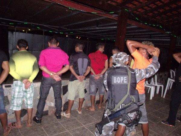 Brasil Integrado: Forças de segurança fecham bares e boates em Oiapoque