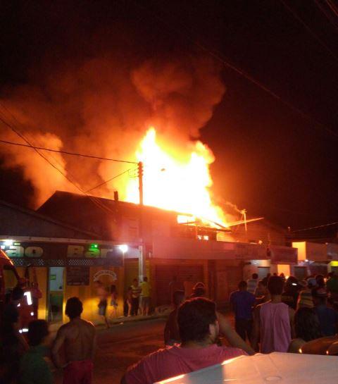 Susto: Incêndio destrói casas e lojas em Laranjal do Jari