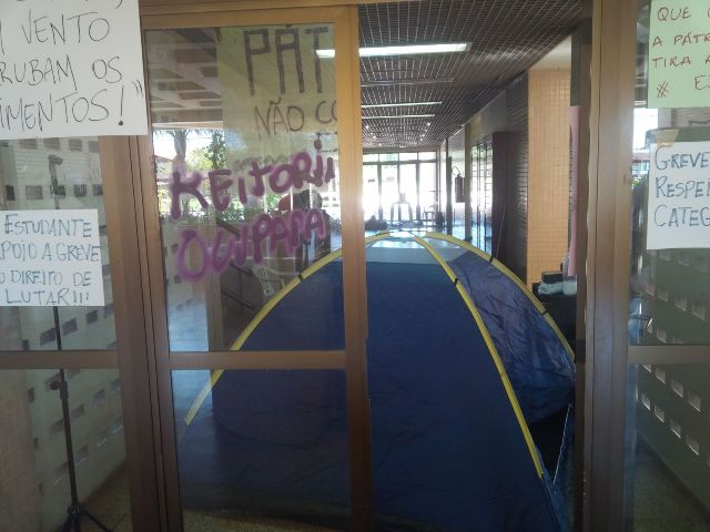 Protesto: Unifap tenta na Justiça desocupação do prédio da reitoria