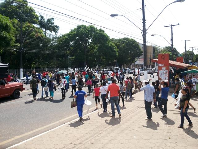 por gratificação: Professores param por 2 dias e ameaçam greve