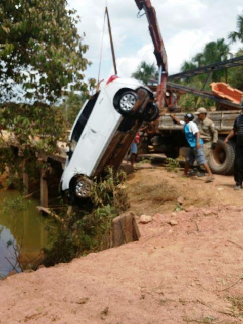 BR 156: Carro com 6 pessoas mergulha no Rio Pirativa