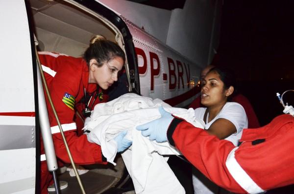 Enfim um leito: Bebê Henrique é transferido para UTI em SP