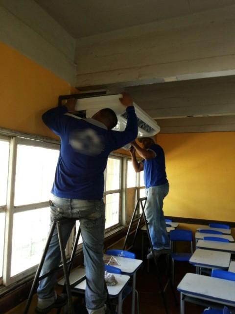 Conta bloqueada: Escola pública devolve centrais de ar para extinguir dívida
