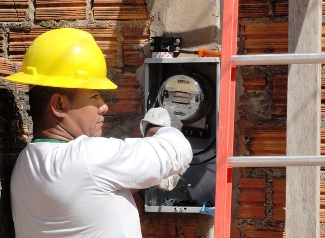 54 vagas: Empresa contrata profissionais para o setor elétrico no AP