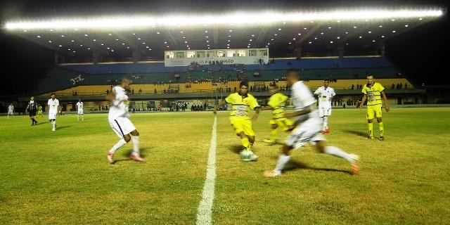 """G 4: """"Deixaram a gente chegar"""", diz técnico e presidente do Santos"""